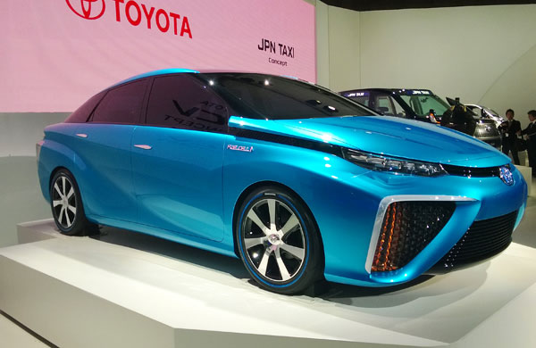 The Futuristic Cars Model  Toyota Fuel Cell Vehicle 2015  Auto